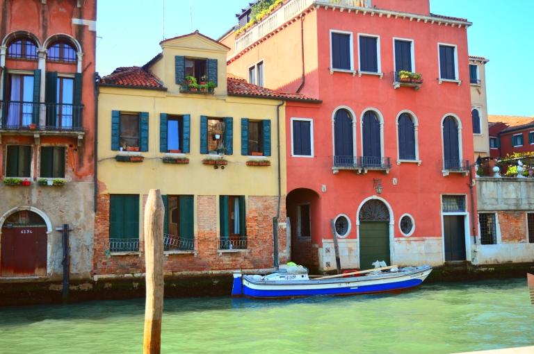 Venice dark colorful gondola italy italia venezia cananche canan çetin travel photography viaggio